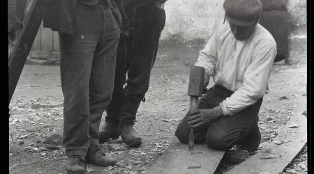 Construyendo un bote, Cambados (Pontevedra), 19 de febrero de 1926 (6:00 pm, sol). © The Hispanic Society of America