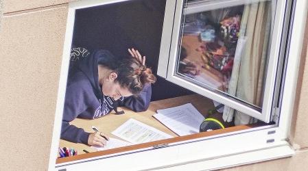 Mi vecina estudia. Autora: Consuelo Vidal Ares
