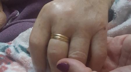 Derradeira primavera. Autora: Vanessa Fernández Carballo. Angelina (90 años) era mi abuela. Teníamos el reto de aislarla del covid-19 porque nada nos dolería más que no poder despedirnos de ella como le gustar&i